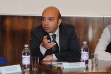 During a roundtable discussion at UĦM.
